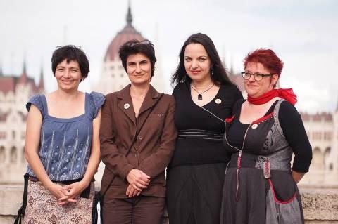 Spronz Júlia (PATENT), Wirth Judit (NANE), Antoni Rita (Nőkért, Nők Lázadása), Lovas Nagy Anna (elnök Nők Lázadása). Fotó: Csöre András
