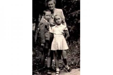 Kosáryné Réz Lola unokáival - a képet beküldte Dr. Nagy Domokos Imre