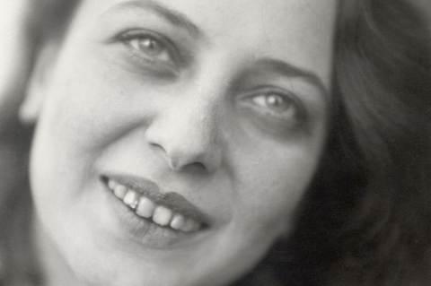 Otti Berger 1927-ben. Lucia Moholy felvétele.