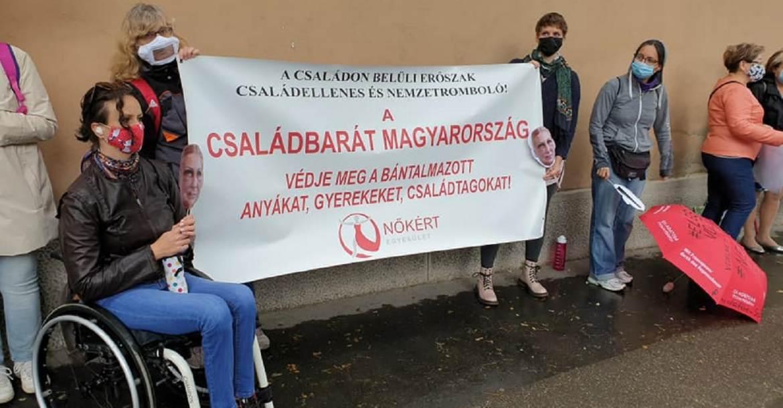 A Nőkért Egyesület demonstrációja 2020. szept. 28-án Miskolcon