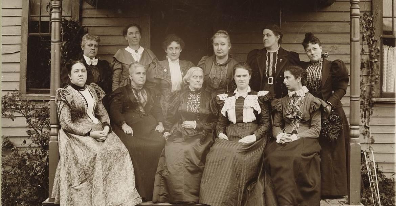 Amerikai nőmozgalmárok 1896-ban. Az első sorban balról a második Anna Howard Shaw.