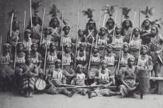 A sereg egyik legnevezetesebb intézménye a női katonákból álló elit egység volt, akiket 'ahosi - anyáink' néven említettek fongbe nyelven, az angolok és a franciák pedig dahomey-i amazonokként.